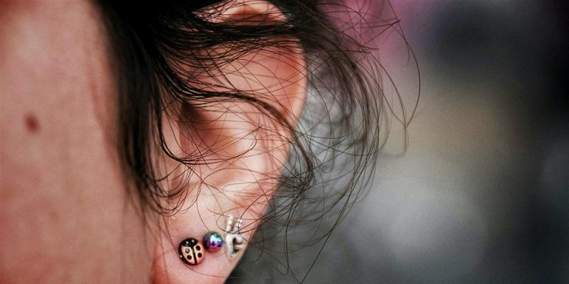 cara-menghindari-infeksi-sehabis-tindik-telinga-JD3M1skVGa
